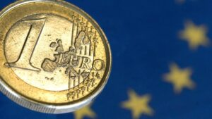 Euro Price Forecast: EUR/USD Aiming Higher on Easing Covid-19 Restrictions