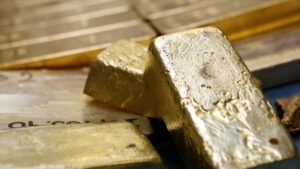 Gold Price Forecast: Gold Upside Test as US Rates Drop - Last Chance for Volatility